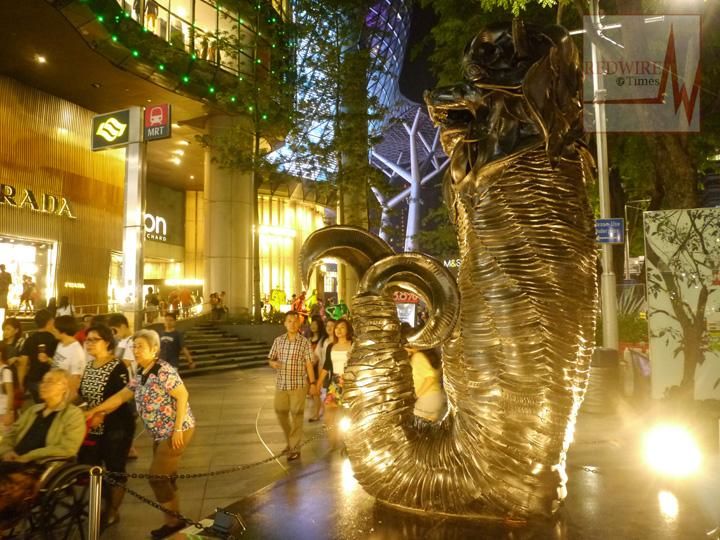redwire-singapore-orchard-pedestrian-night-10