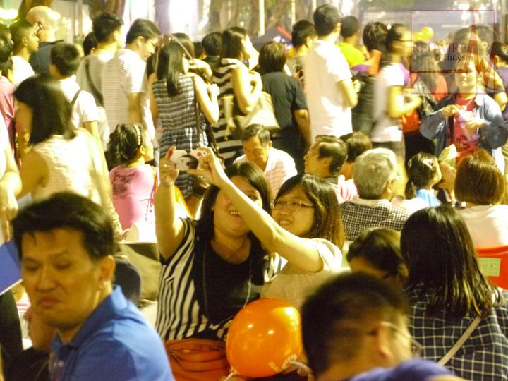 redwire-singapore-orchard-pedestrian-night-12