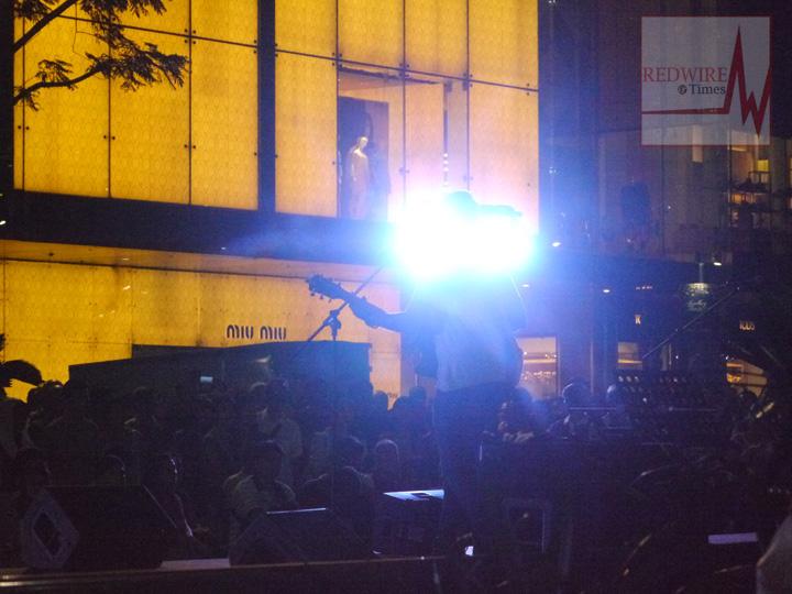 redwire-singapore-orchard-pedestrian-night-4