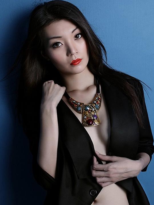 redwire-singapore-model-reena-yeo-6