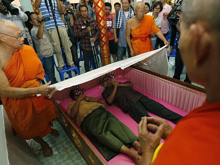 redwire-singapore-thai-coffin-marriage-2