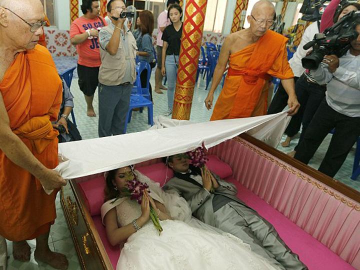 redwire-singapore-thai-coffin-marriage-3