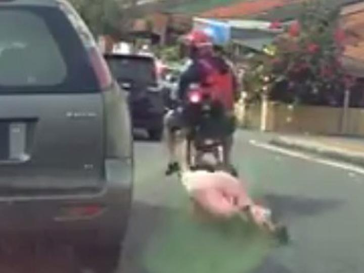 redwire-singapore-elderly-woman-dragged-snatch-theft