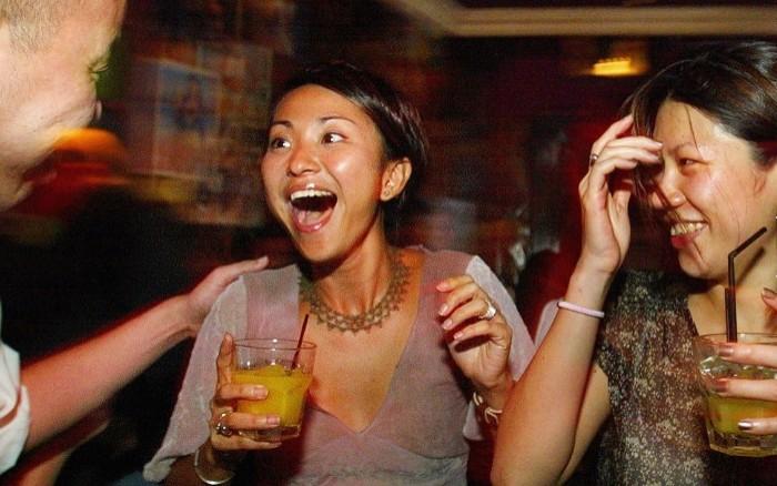 redwire singapore drinks crowd