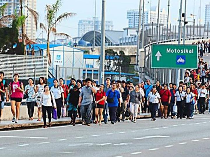 redwire-singaproe-malaysia-causeway-x855