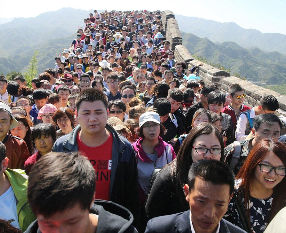 redwire-singapore-china-tourists-behaving-badly-4