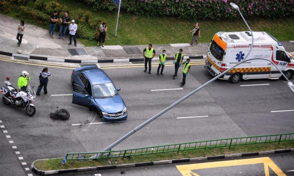 redwire-singapore-abang-hits-lamp-post-sneeze-1