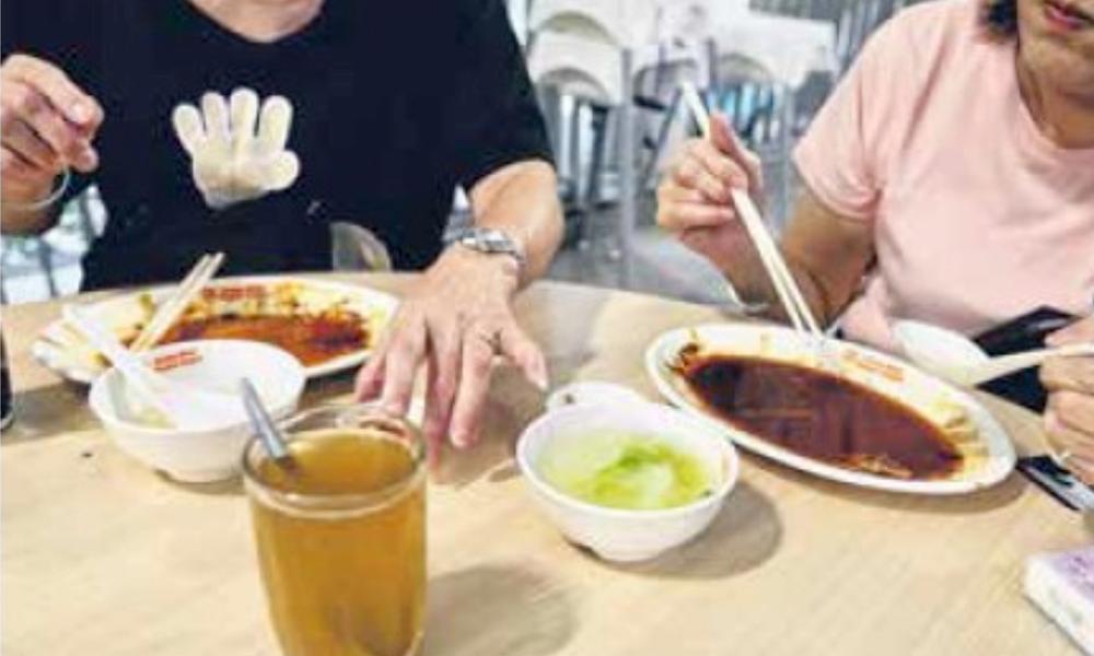 redwire-singapore-customers-boycott-trays